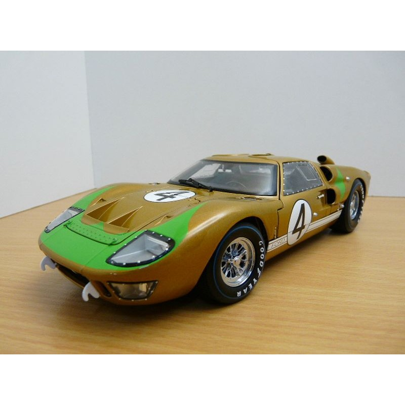 Shelby 1/18 Ford GT 40 MK II Gold-Green